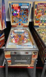 1973 GOTTLIEB  KING PIN PINBALL MACHINE  10 DROP TARGETS BOWLING THEME