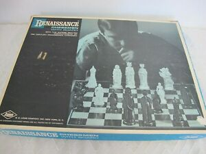 VINTAGE LOWE RENAISSANCE FELTED  CHESSMEN CHESS GAME BLACK & WHITE