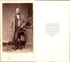 CDV Bousseton & Appert, Paris, Homme en pose, gilet à petits carreaux, circa 186