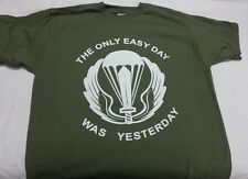 T-SHIRT VERDE TAGLIA M US NAVY SEALS THE ONLY EASY DAY WAS YESTERDAY MAGLIETTA