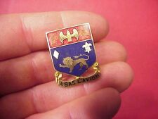 ORIGINAL WWII 197TH ARTILLERY REGIMENT DUI / DI INSIGNIA PIN - ROBBINS