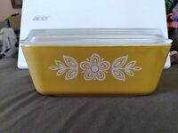 Vintage Pyrex Gold Floral 1 1/2 Pint Refrigerator Dish 0502 With Lid.