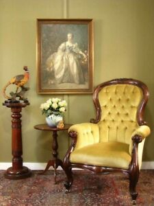 ANTIQUE STYLE CARVED CEDAR ARMCHAIR / BEDROOM CHAIR WITH BUTTON BACK DETAIL