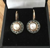 Magnifici orecchini antichi in oro 18 k con perle e rosette di diamanti.