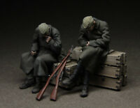 1:35 WW2 Soldiers in Winter T3553 High Quality Resin Kit 2 Figures
