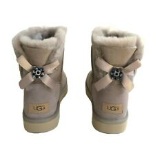 UGG CLASSIC MINI BAILEY BOW BROOCH OYSTER SHEARLING BOOTS US 8 / EU 39 / UK 6