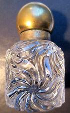 BEL Encrier cristal Baccarat, modèle Rosaces multiples, chapeau laiton doré