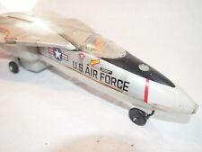 Avion à réaction F111A US AIR FORCE  (à identifier)