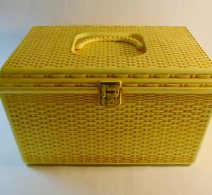1960's Wilson Wil-Hold Plastic Basket Weave Craft Sewing Box 2 Removable Trays