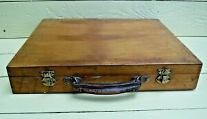 LARGE VINTAGE ARTIST WOODEN CARRYING BOX, ART PAINTING