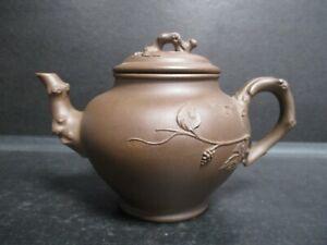 Chinesische Teekanne Yixing Ton gemarkt, Äste, Beeren Ranken ca. 0,4 L