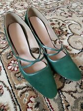 Gorgeous Green Suede Vintage 1960s 70s Cut-Out Heels Shoes sz 8.5 / 9 Womens