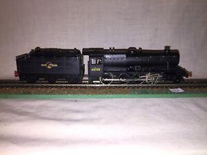 Hornby Dublo 2 Rail 2225 8F 48109 2-8-0 Loco & Tender VG Serviced