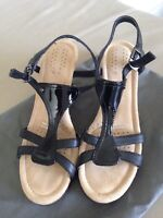 New Rockport Womens T Strap Bar Patent Leather Shoes Sandals Wedge RRP$189 Sz 6