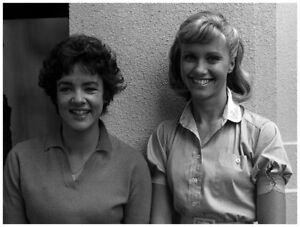 "OLIVIA NEWTON-JOHN - STOCKARD CHANNING - 10"" x 8"" Photograph GREASE 1978"