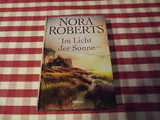 NORA ROBERTS:  INSEL-TRILOGIE - IM LICHT DER SONNE  - geb. Ausgabe - neu