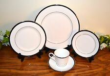 Lenox Leigh 5 Piece Place Setting Black White