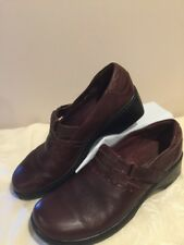 Clarks Brown Leather Women's Slip On Mocs Comfort Shoes Size 9.5