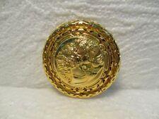 Très joli broche, pince à foulard ronde en métal doré