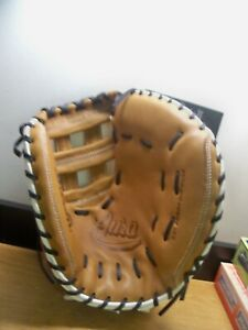 "NEW WILSON A900 33"" FAST PITCH CATCHERS MITT RIGHT THROW  FREE PRIORITY S&H"