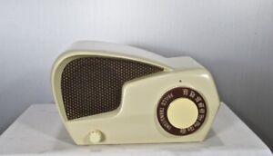 """Antique Philco """"boomerang""""  bakelite tube radio restored and working"""