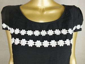 REVIEW  BLOUSE SHIRT TOP TUNIC : BLACK WHITE LACE FLOWER TRIM : SIZE 12