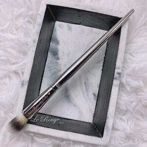 It Cosmetics #203 Ulta Live Beauty Fully Concealer / eyeshadow blending Brush