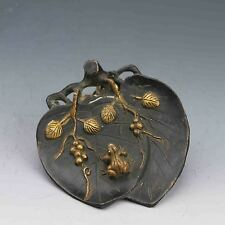 Chinese Bronze Hand-carved Frog & Leaf Statue G561