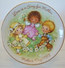"""Avon Mother's Day Ceramic Plate""""Love Is A Song For Mother"""" 22K Gold Trim1983-G40"""