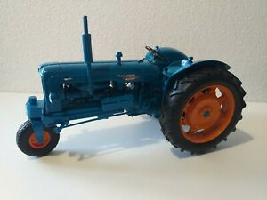 Universal Hobbies Fordson Major (Not Super Major) *altered model* 1/16