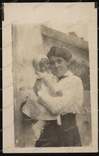 Foto-AK-Stuttgart-Portrait-Frau-Kleinkind-Cute-German-Woman-Baby-um 1930