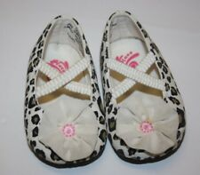 Beautiful Baby Crib Shoes Leopard Flower accent Size: 3-6 months