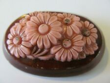 VINTAGE PINK TONE w/DAISY FLORAL CELLULOID PLASTIC on a WOOD BASE BROOCH PIN
