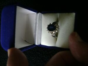 LUXURIOUS BLUE OVAL SAPPHIRE RING + 10 CLEAR CZ IN BOX