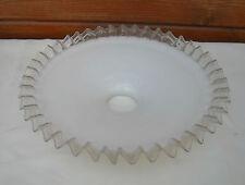 Abat-jour en opaline dentelée années 1950, art pop, déco vintage.