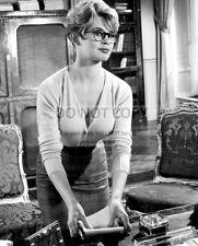 """BRIGITTE BARDOT IN THE 1957 FILM """"LA PARISIENNE"""" - 8X10 PUBLICITY PHOTO (RT653)"""