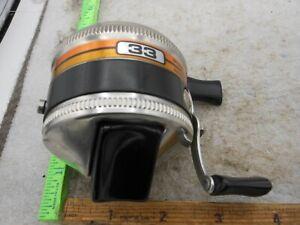 VINTAGE ZEBCO 33 SPINCASTING Fishing Reel ORANGE LABEL METAL FOOT USA
