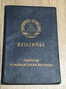 DDR Reisepass 1971 - auf eine Frau geboren 1907 in Rostock - ein paar Visa Stemp