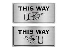 This Way Adhesivo Letrero - Izquierdo o Derecho - Plata/Oro / Negro/ Gris /