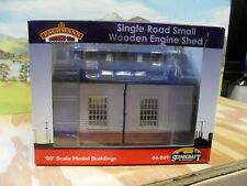 BACHMANN OO SCALE KIT 44-009, SINGLE ROAD SMALL WOODEN ENGINE SHED
