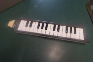 "Melodica ""Hohner  -  Piano 26""   Musikinstrument grau mit Koffer grau"