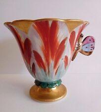 Mid 19TH Century French Porcelain tulipe en forme de tasse à café avec papillon poignée