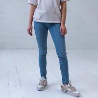 - Used-Look Deja Vu Damen-Jeans Levi´s 710 Super Skinny in blau light wash