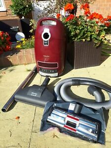 MIELE  COMPACT C3 1600 WATT  CYLINDER HOOVER /  CAT AND DOG POWERLINE .
