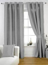 Rideaux et cantonnières gris pour la chambre à coucher