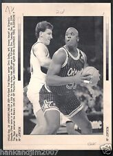 Shaquille Oneal 1994 Orlando Magic Vintage A/P Laser Wire Photo with caption