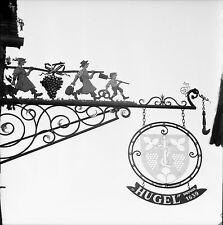 "RIQUEWIHR c. 1960 - Enseigne ""Vins Hugel""  Haut Rhin - Négatif 6 x 6 - N6 GE70"