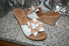 BORN WOMENS WEDGE PLATFORM SANDALS SHOES SIZE 11/43 WHITE/BEIGE FLOWER SLIDES