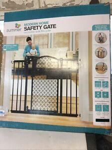 Summer Infant Modern Home Decorative Walk Thru Baby Gate, 28-42 Inch Wide.  8941