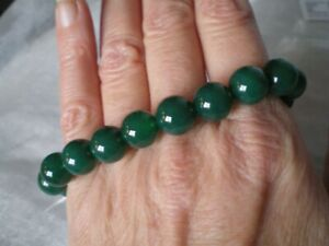 Green Agate bracelet, 135 carats, 10mm rounds, on stretchy jewellery elastic